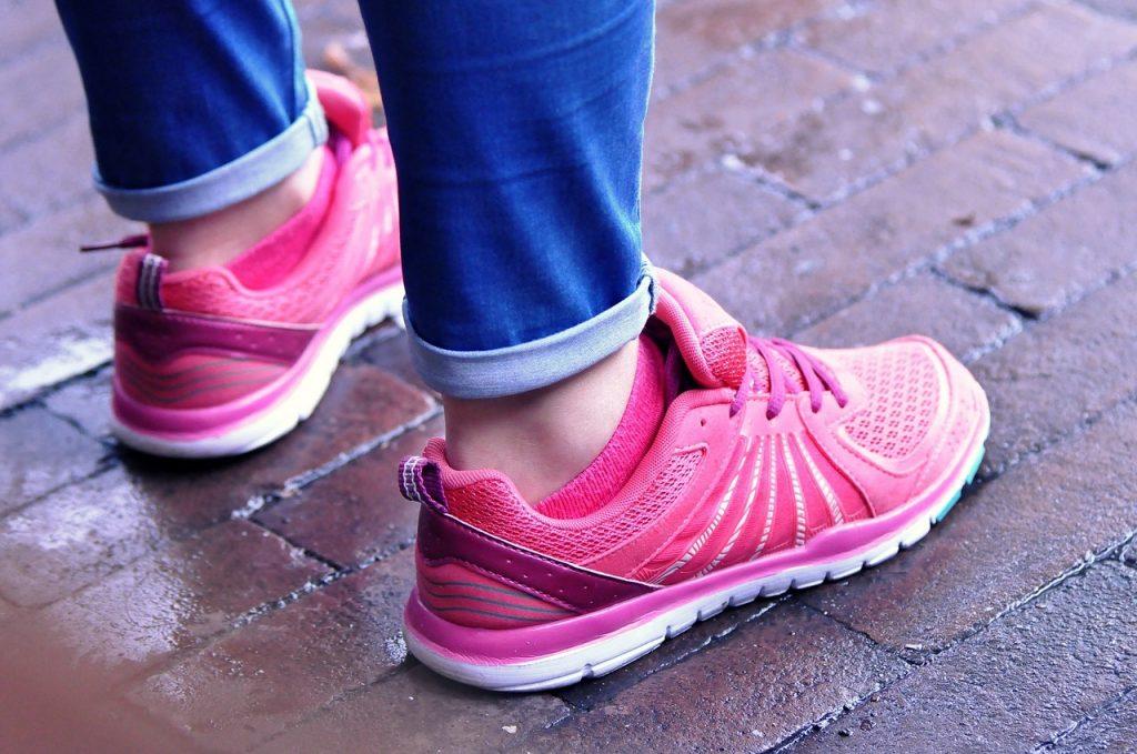 Buty sportowe damskie - jak wybrać idealny model na lato?