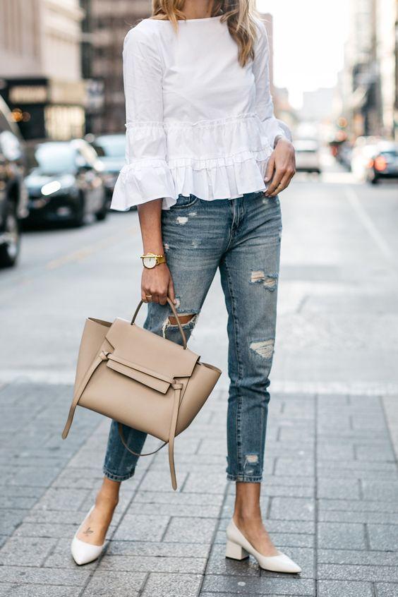 modna stylizacja z torebka beżową